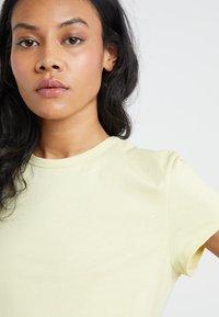 Filippa K - FLARED CAP SLEEVE - T-shirt basic - wax - 4