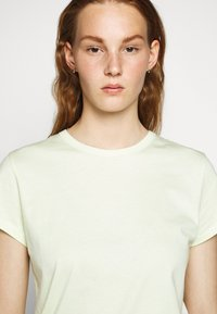 Filippa K - FLARED CAP SLEEVE - T-shirt basic - faded acid - 3