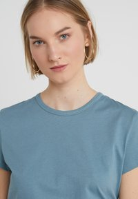 Filippa K - FLARED CAP SLEEVE - T-shirt basic - river - 4