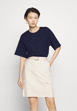 JANELLE TEE - T-shirts - navy