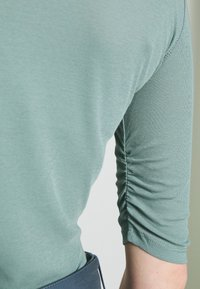 Filippa K - JACQUELINE  - T-shirt basic - mint powde - 5