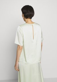 Filippa K - ANGELA TEE - Blusa - pale lime - 2