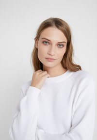 Filippa K - R-NECK - Jumper - white - 3