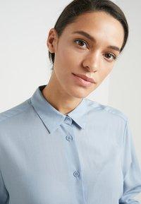 Filippa K - HIGH LOW - Button-down blouse - dusty blue - 3