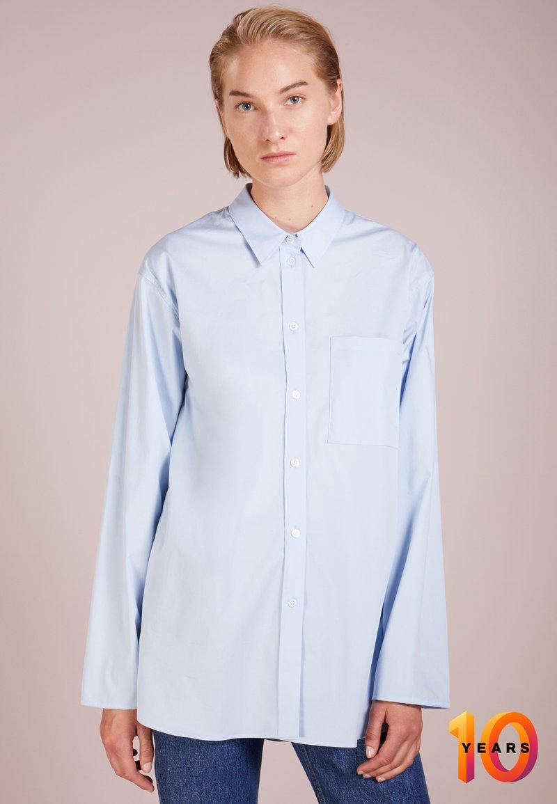 Filippa K - POPLIN SHIRT - Skjorte - light blue