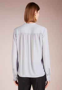 Filippa K - SHEER BUTTON BLOUSE - Overhemdblouse - dove blue - 2