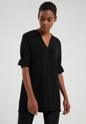 DRAPEY CREPE - Print T-shirt - black