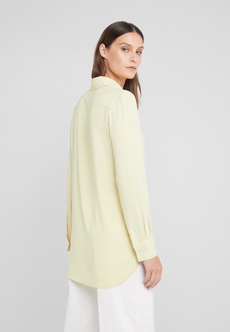 Filippa K - LONG CREPE SHIRT - Koszula - wax
