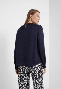 Filippa K - FEN BLOUSE - Blusa - deep blue - 2