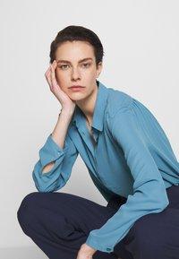 Filippa K - MARIELLE - Camisa - blue heaven - 3
