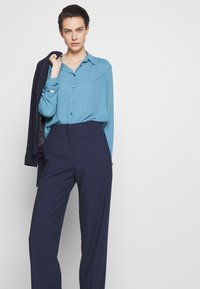 Filippa K - MARIELLE - Camisa - blue heaven - 4