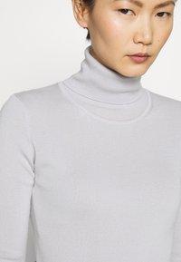 Filippa K - ELBOW SLEEVE - T-shirt imprimé - sterling grey - 4