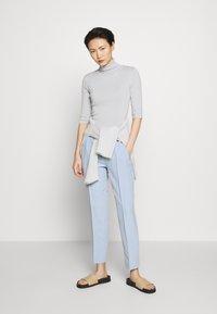 Filippa K - ELBOW SLEEVE - T-shirt imprimé - sterling grey - 1