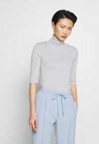 Filippa K - ELBOW SLEEVE - T-shirt imprimé - sterling grey - 0