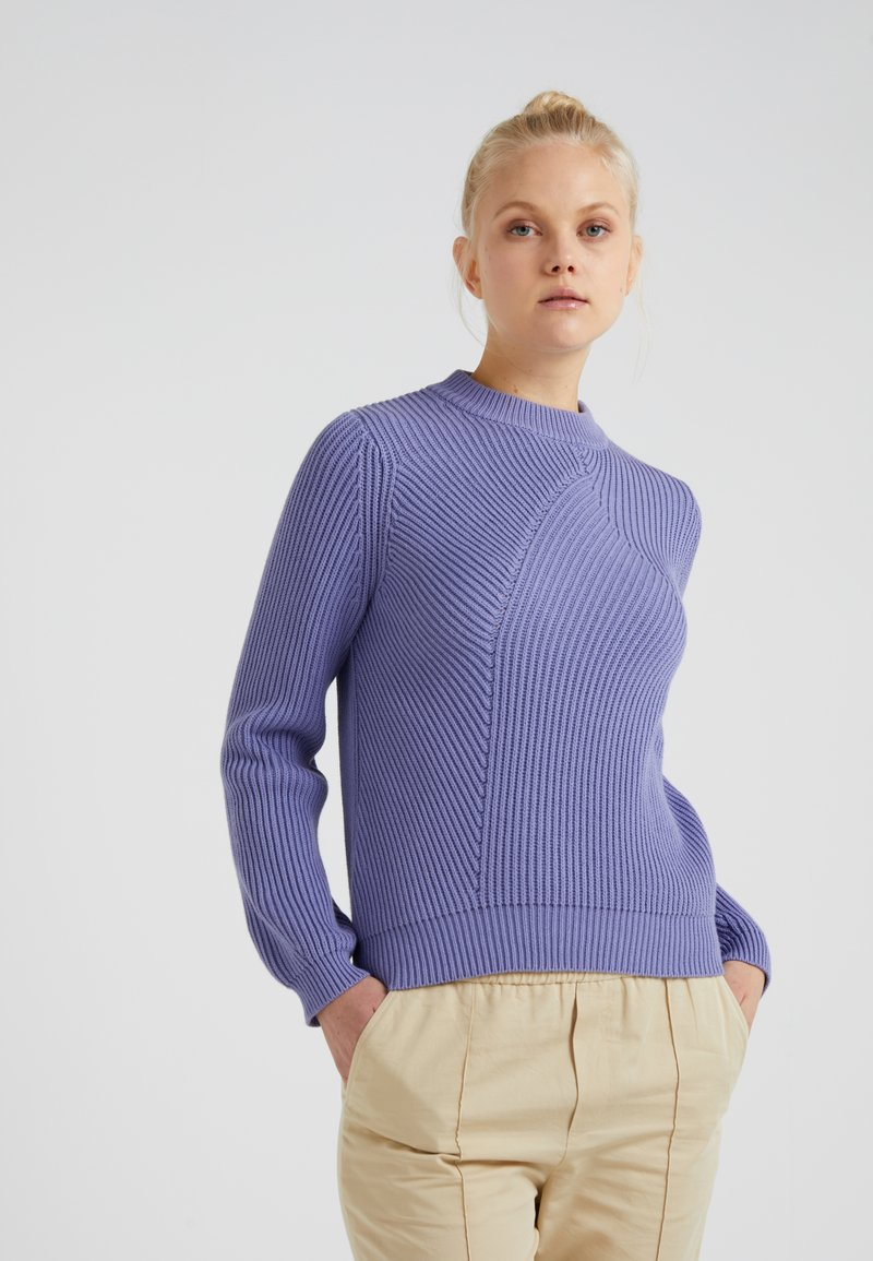 Filippa K - GRAPHIC NECK - Strickpullover - lavender