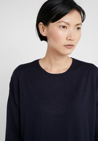 Filippa K - FINE SWEATER - Trui - navy - 4
