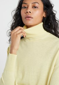 Filippa K - Jumper - wax - 4