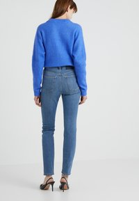 Filippa K - VICKY WASHED - Jeansy Slim Fit - mid blue - 2