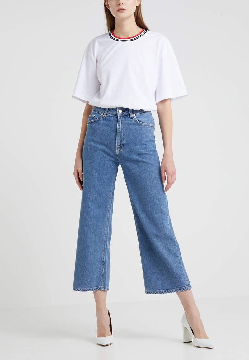 Filippa K - LAURIE WASHED - Flared Jeans - mid blue