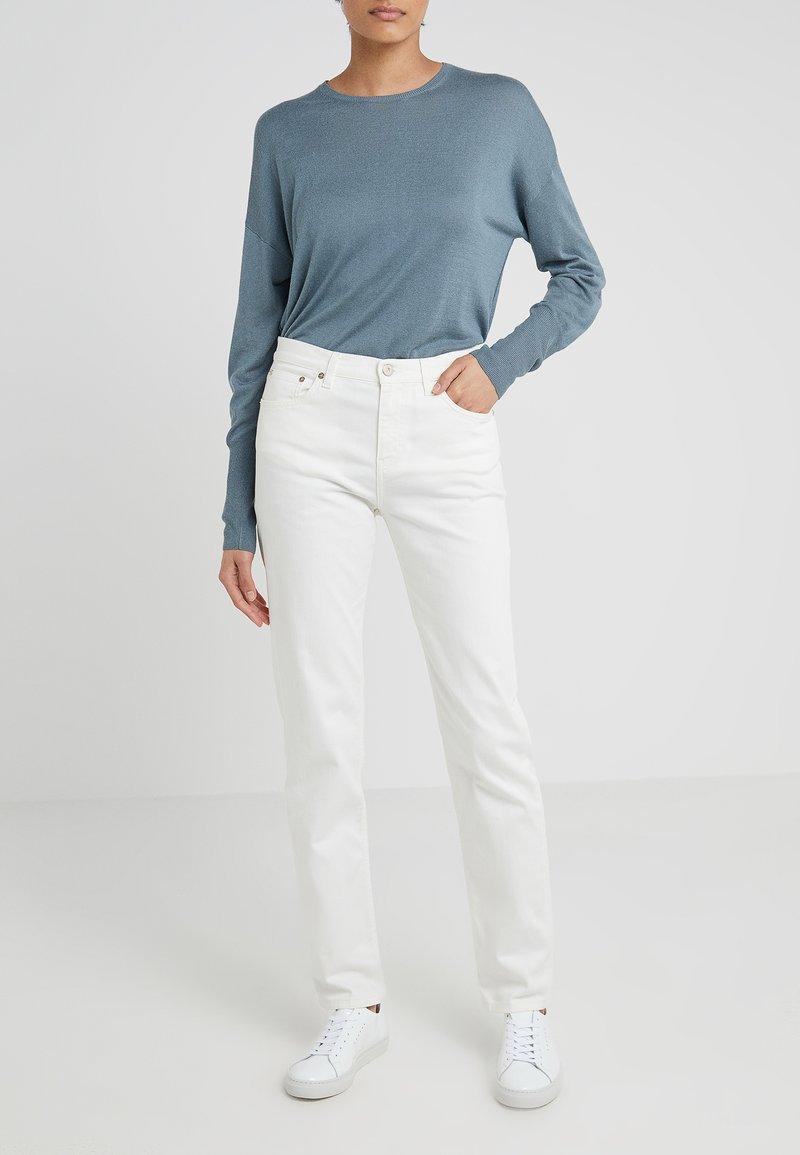 Filippa K - TAYLOR JEAN - Vaqueros slim fit - white