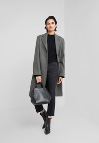 Filippa K - STELLA JEAN - Džíny Straight Fit - black wash - 1