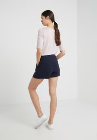 Filippa K - KELLY - Szorty - navy