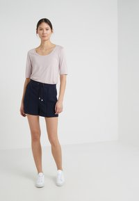 Filippa K - KELLY - Szorty - navy - 1