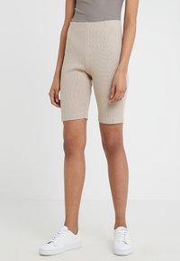 Filippa K - Shorts - light taupe - 0