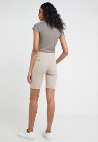 Filippa K - Shorts - light taupe - 2