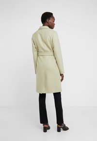 Filippa K - EDEN COAT - Mantel - pyrit gree - 2