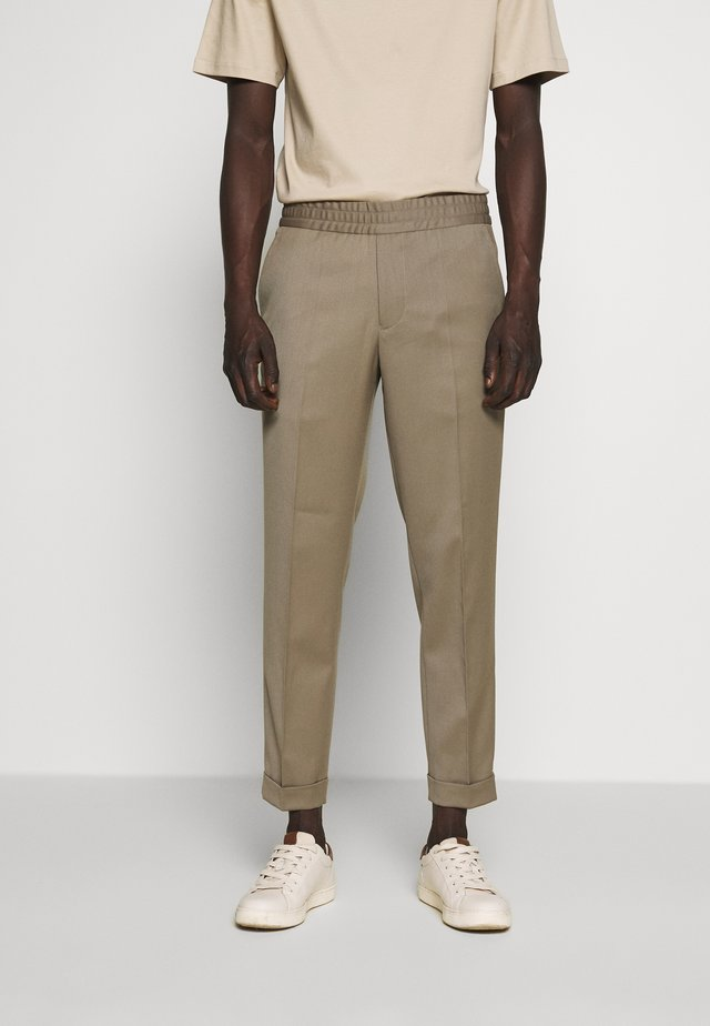 TERRY CROPPED PANTS - Tygbyxor - grey taupe