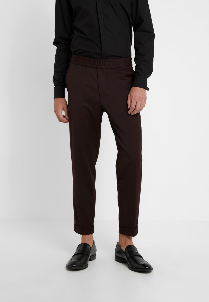 Filippa K - TERRY GABARDINE CROPPED PANTS - Stoffhose - deep shira