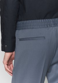 Filippa K - TERRY CROPPED PANTS - Trousers - blue grey - 3