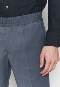 Filippa K - TERRY CROPPED PANTS - Trousers - blue grey - 5