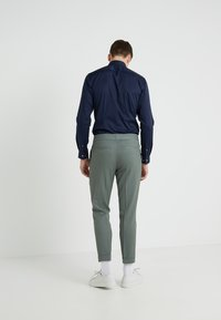 Filippa K - TERRY CROPPED PANTS - Trousers - platoone - 2