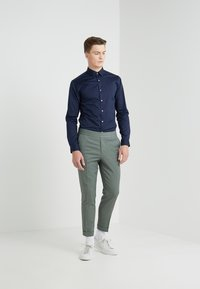 Filippa K - TERRY CROPPED PANTS - Trousers - platoone - 1
