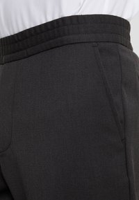 Filippa K - TERRY GABARDINE CROPPED PANTS - Bukse - dark mole - 3