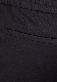 Filippa K - TERRY CROPPED PANTS - Bukse - anthracite - 4