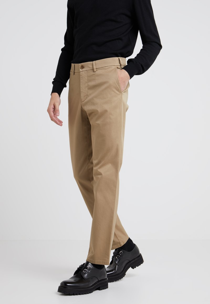 Filippa K - Trousers - tobacco