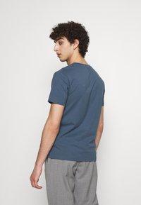 Filippa K - TEE - T-shirts basic - blue grey - 2