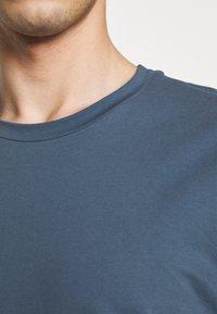 Filippa K - TEE - T-shirts basic - blue grey - 5