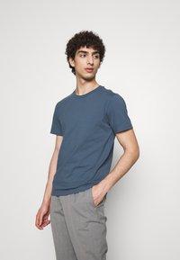 Filippa K - TEE - T-shirts basic - blue grey - 0