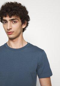 Filippa K - TEE - T-shirts basic - blue grey - 3