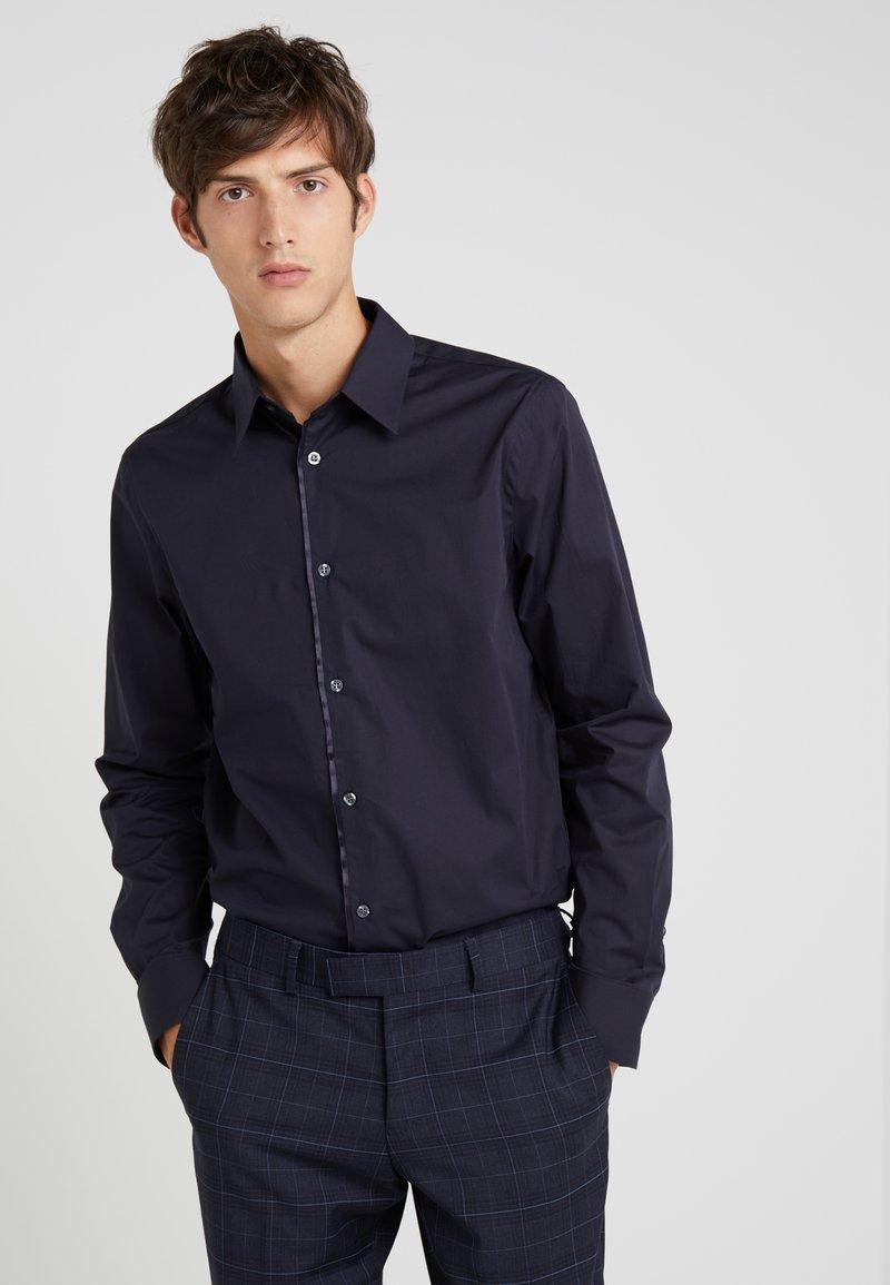 Filippa K - JAMES TUXEDO SHIRT  - Camisa elegante - dark navy
