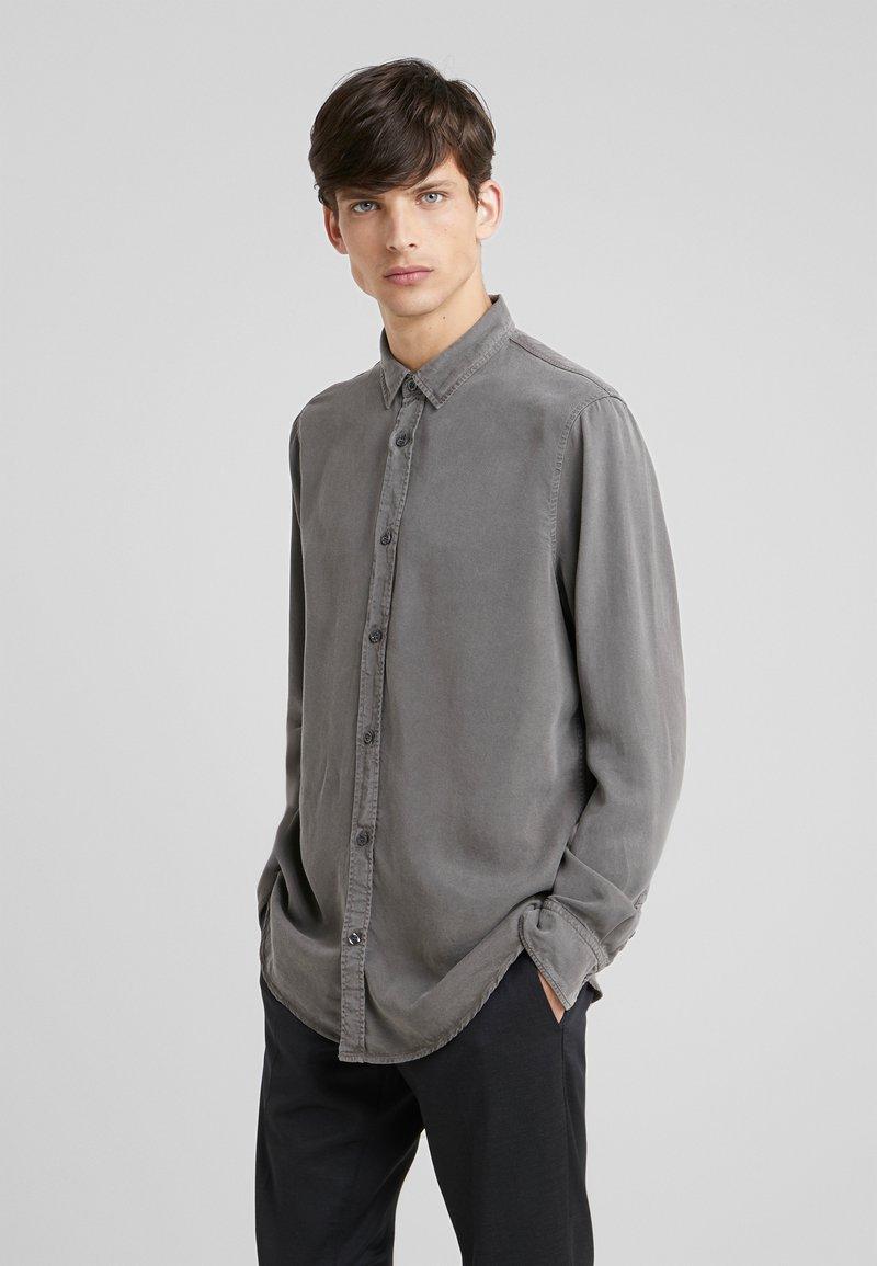 Filippa K - BEN - Skjorte - gull grey