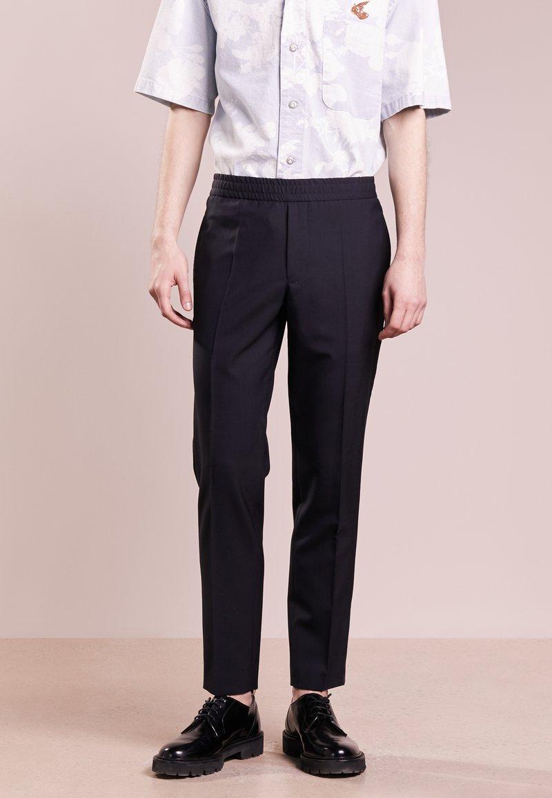 Filippa K - TERRY COOL SLACKS - Pantalon classique - dark navy