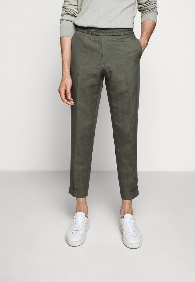 TERRY CROPPED SLACKS - Pantaloni - green grey