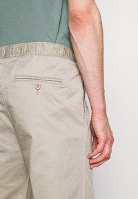 Filippa K - THEO TROUSER - Spodnie materiałowe - light sage - 5
