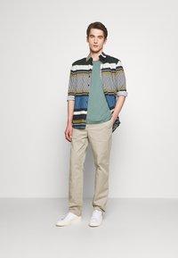 Filippa K - THEO TROUSER - Spodnie materiałowe - light sage - 1