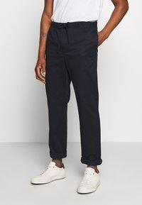 Filippa K - THEO TROUSER - Spodnie materiałowe - navy - 0
